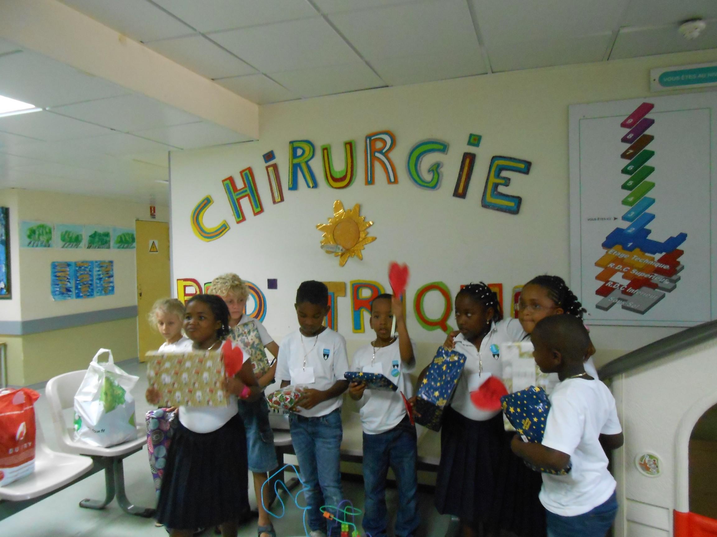 Distribution cadeaux aux CHU par le K-Kids - intérieur